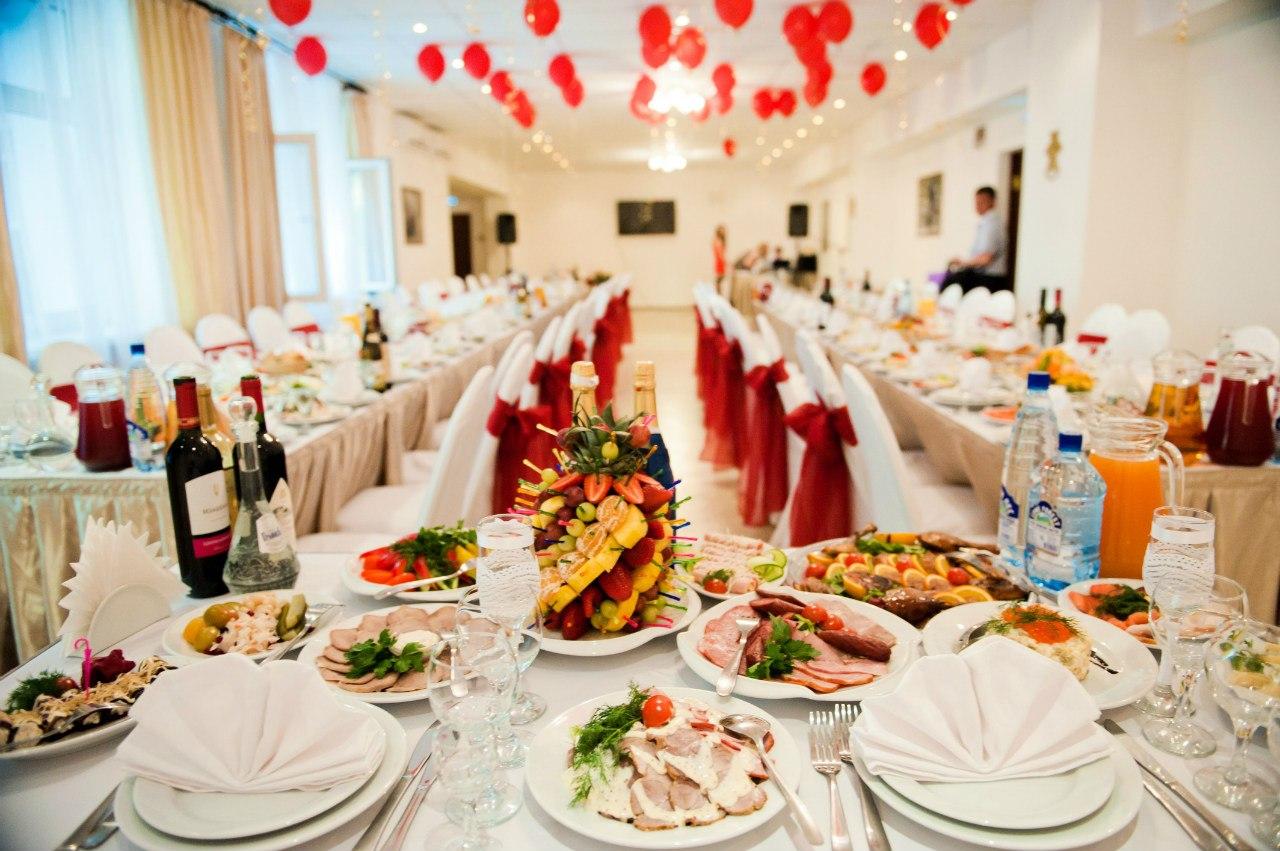 kakie-blyuda-luchshe-vsego-dlya-svadby